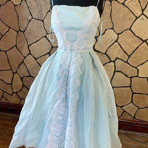 Vintage full skirt 1950s new look summer dress
